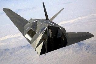 """Il bombardiere """"invisibile"""" ai radar, ovvero il famoso F-117 Nighthawk, protagonista degli ultimi capitoli del libro."""