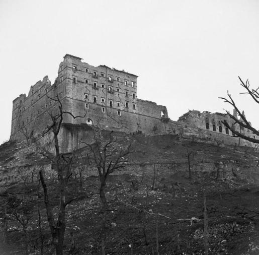 errori_The_ruined_monastery_at_Cassino,_Italy,_19_May_1944._NA15141