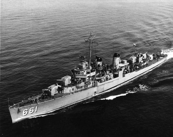 Greyhound_USS_Kidd_(DD-661)_underway_c1951